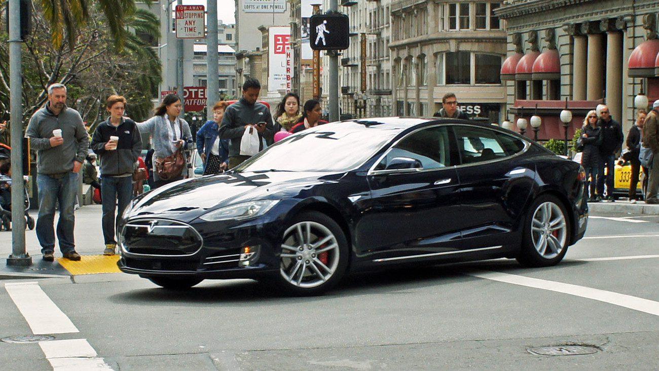 Эксперты: современные автомобили следят за водителями и знают о них все