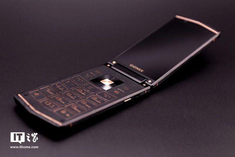 В Сети рассекретили смартфон-раскладушку Gionee W919