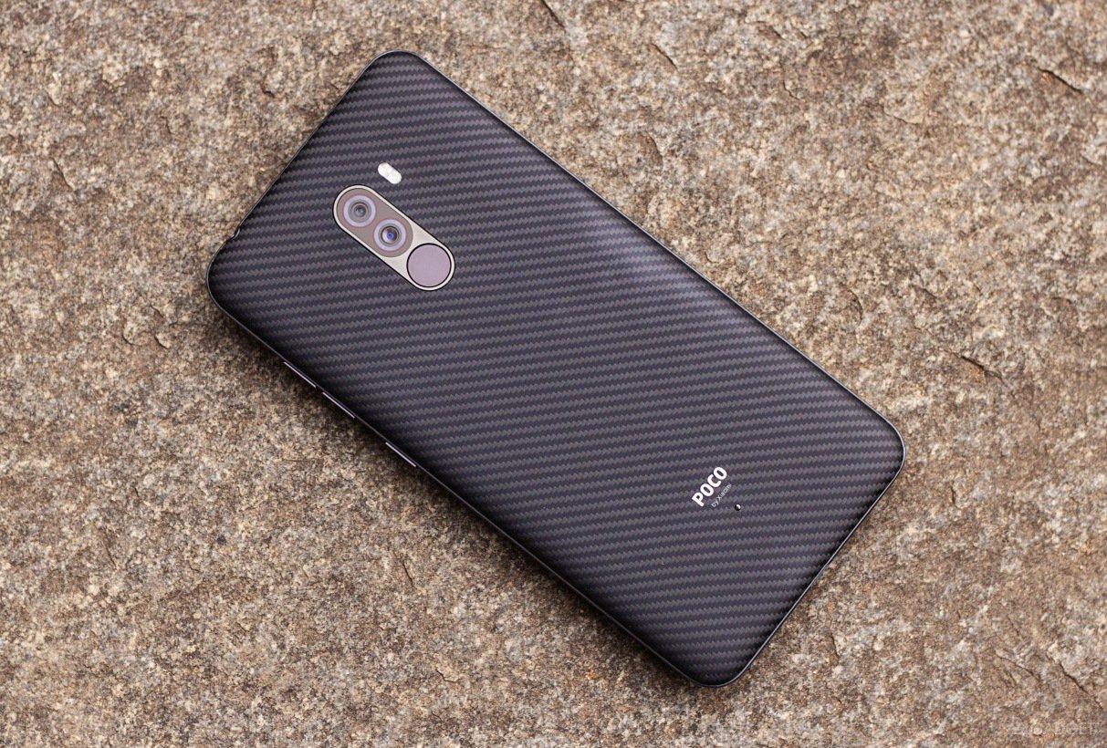 Кевларовый смартфон Pocophone F1 поступил в продажу