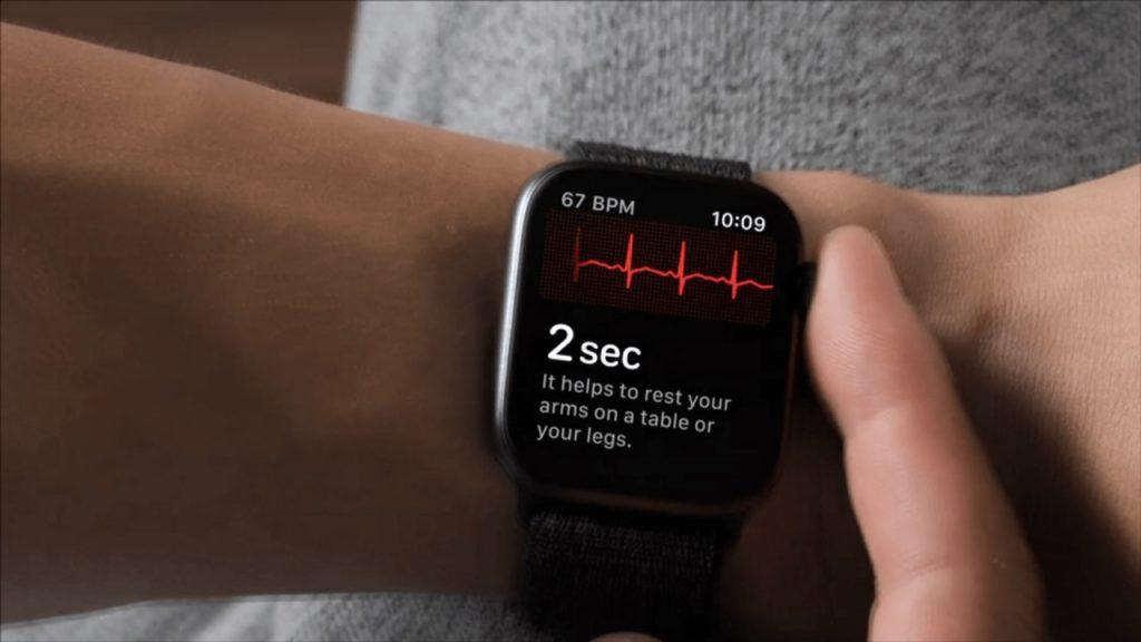 Новые Apple Watch будут снимать ЭКГ у граждан России
