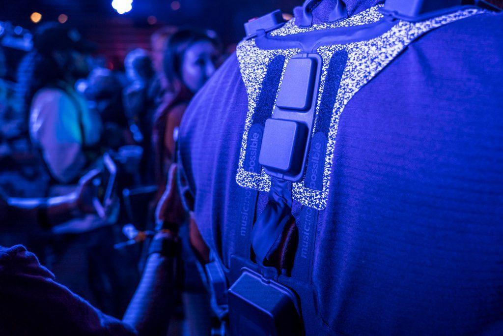 Новые носимые технологии дозволят слушать живую музыку через кожу