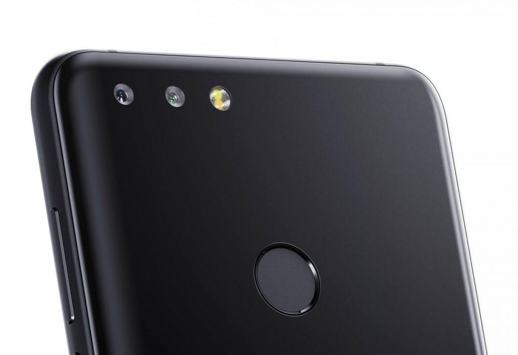 Компания «Яндекс» представила собственный смартфон