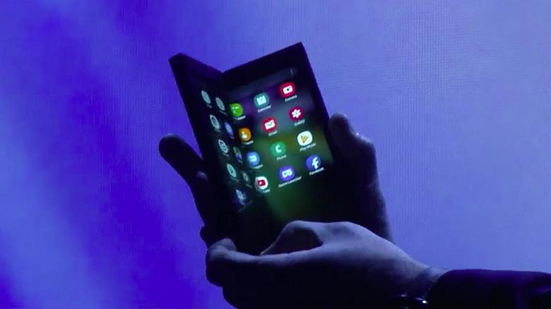 Samsung провела закрытую презентацию складного смартфона Galaxy F