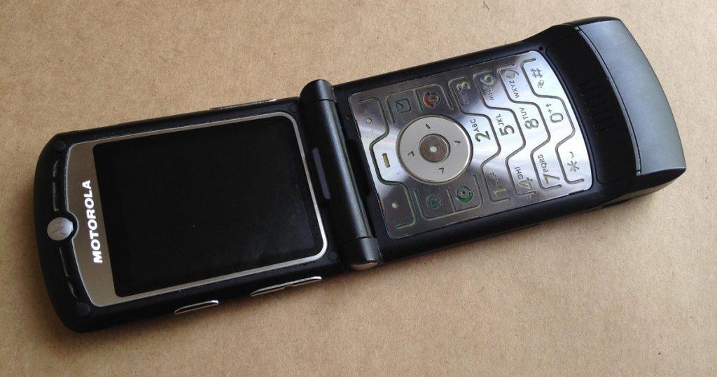 Легендарная Motorola RAZR станет смартфоном с гибким экраном