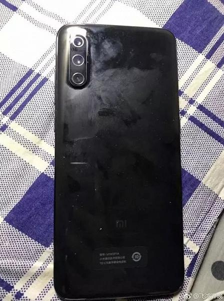 Покупатель получил смартфон Xiaomi Mi 9 без LED-вспышки