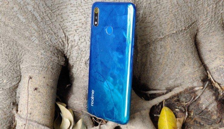 Недорогой смартфон Realme 3 появился в продаже