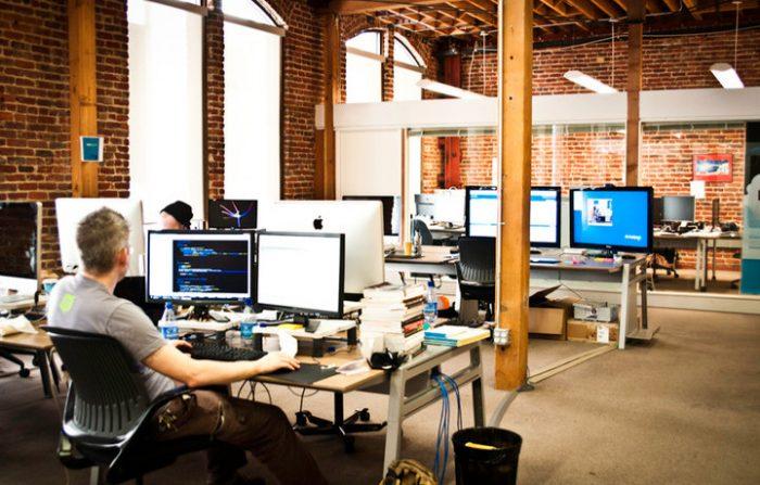 Западные IT компании продолжают предоставлять отечественным программистам работу