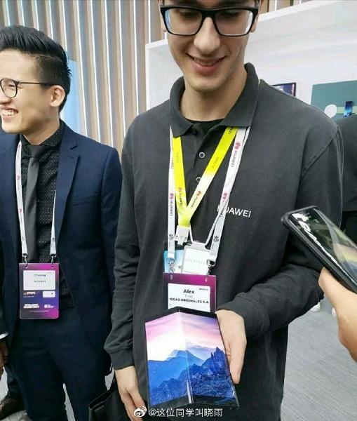 Удешевленный Huawei Mate X показали на живой фотографии