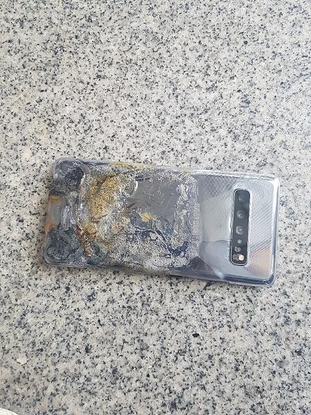 Samsung Galaxy S10 легко загорелся и взорвался после падения