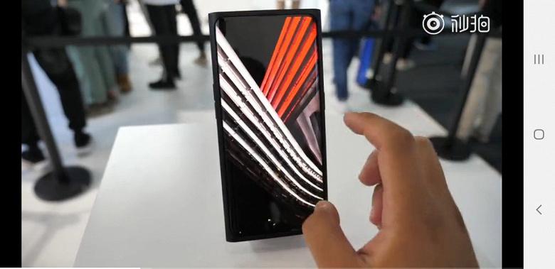 Oppo показала первый смартфон в мире с подэкранной камерой