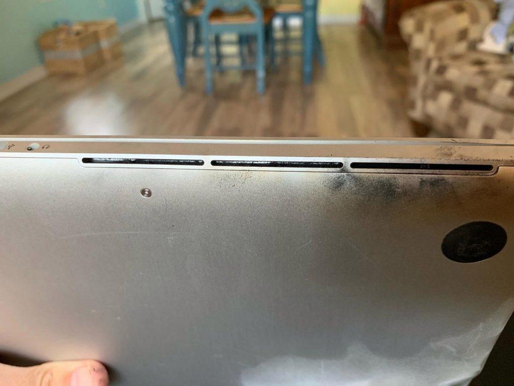 Еще один пользователь в Сети показал как загорается аккумулятор MacBook Pro