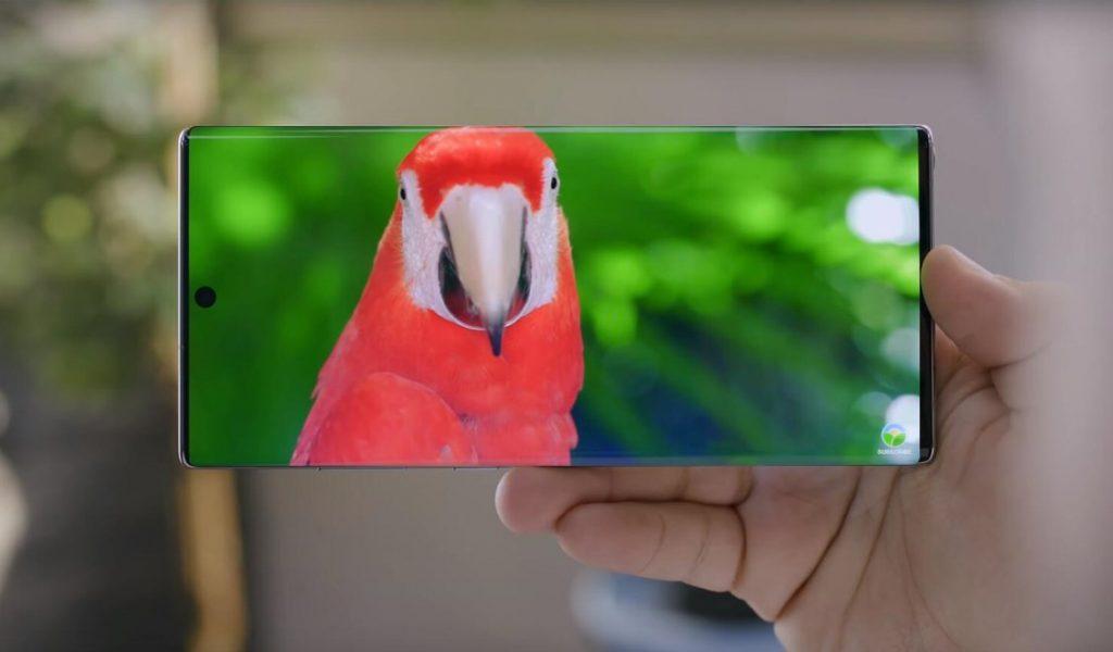 Samsung в сентябре представит смартфон с «водопадным» экраном