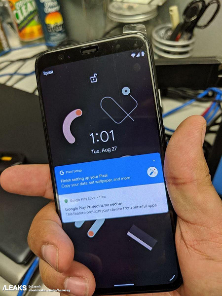 """Смартфон Google Pixel 4 показали на """"живых"""" фотографиях"""