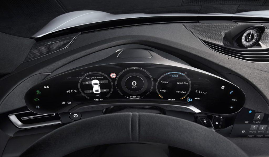 В интерьере нового Porsche Taycan будет пять дисплеев