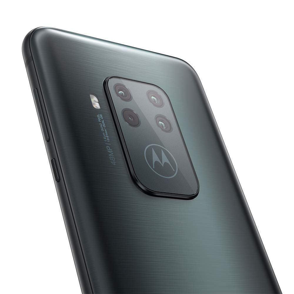 Moto One Zoom с 5-кратным зумом представлен на изображениях