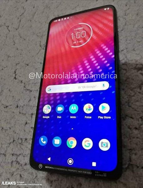 Опубликованы фотографии смартфона Motorola с необычным дизайном