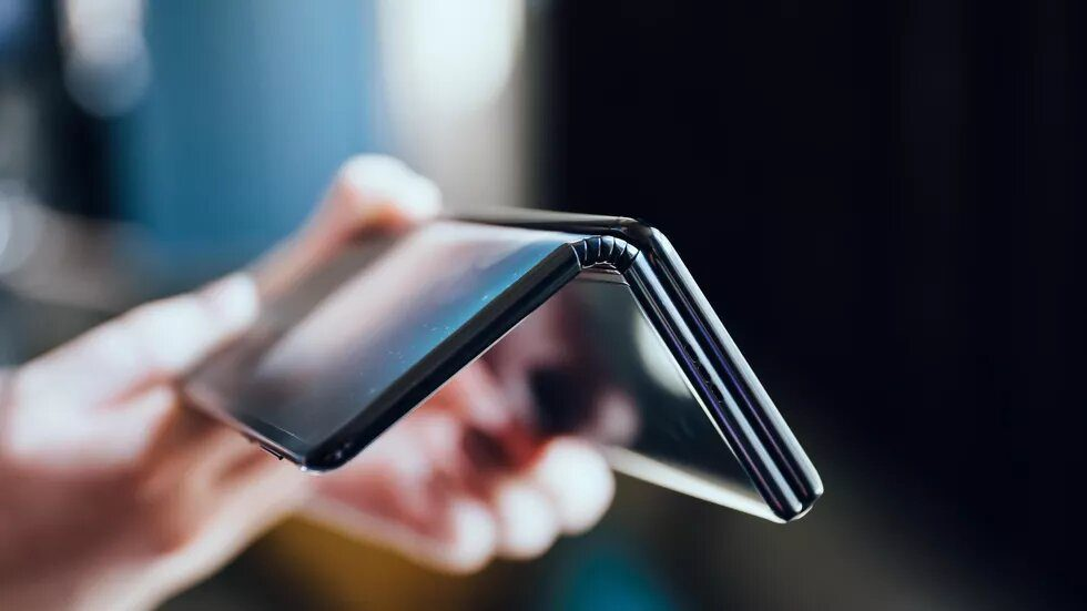 TCL показала складывающийся как гармошка смартфон
