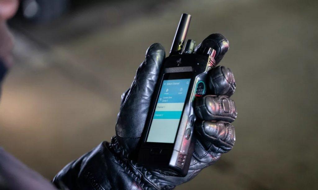 Motorola выпустила рацию с LTE, сенсорным экраном и голосовым помощником