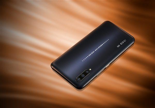 Смартфон iQOO Pro 5G уже серьезно подешевел