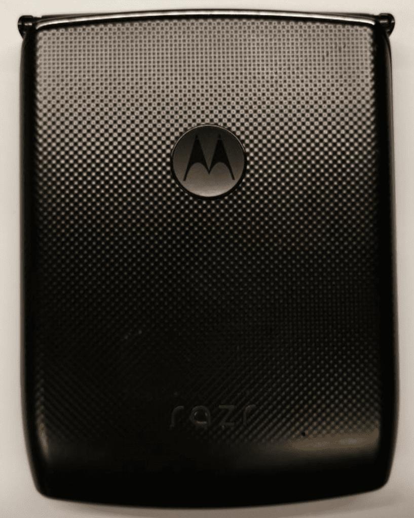 Появились «живые» фотографии Motorola RAZR с гибким экраном