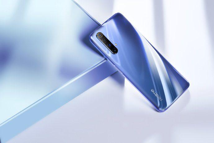 Realme X50 5G оказался очередным безликим смартфоном