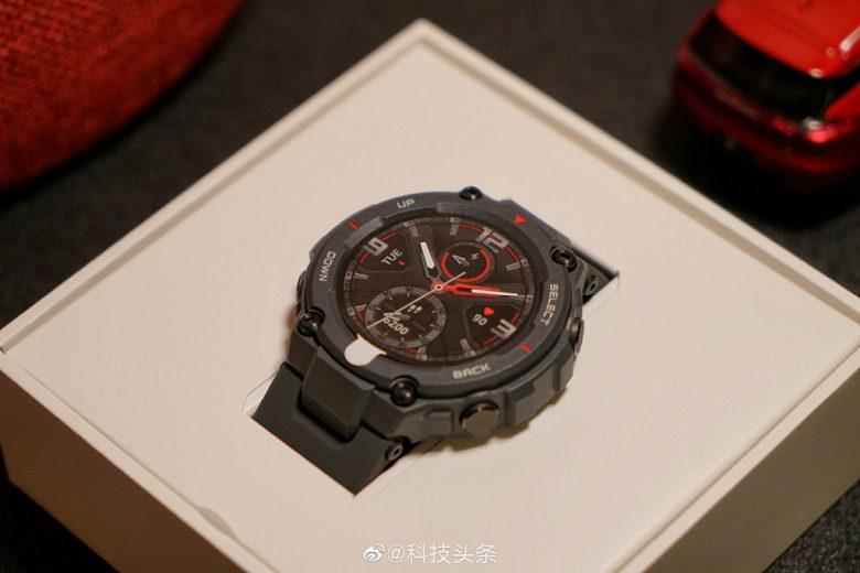 В продажу поступили умные защищенные часы Amazfit T-Rex