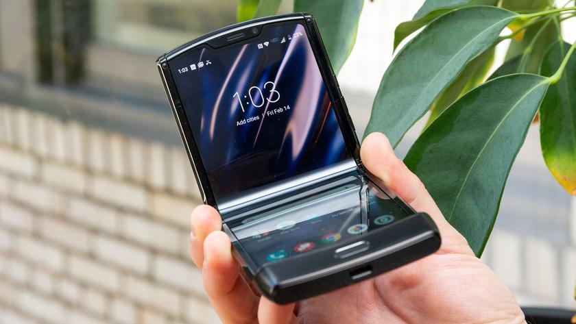 Складной смартфон Motorola Razr резко подешевел на 500 долларов