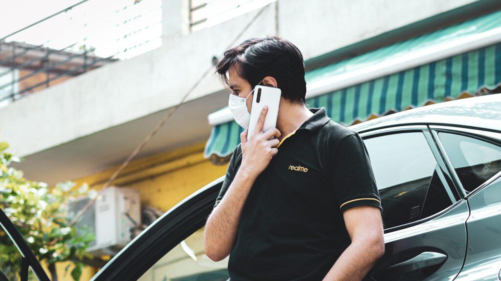 Представитель Realme India продемонстрировал Realme X3 на фото