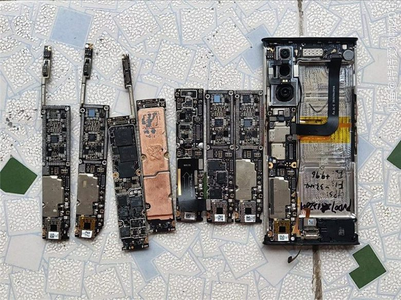 В сети показали разобранный по частям смартфон Xiaomi Mi Mix Alpha