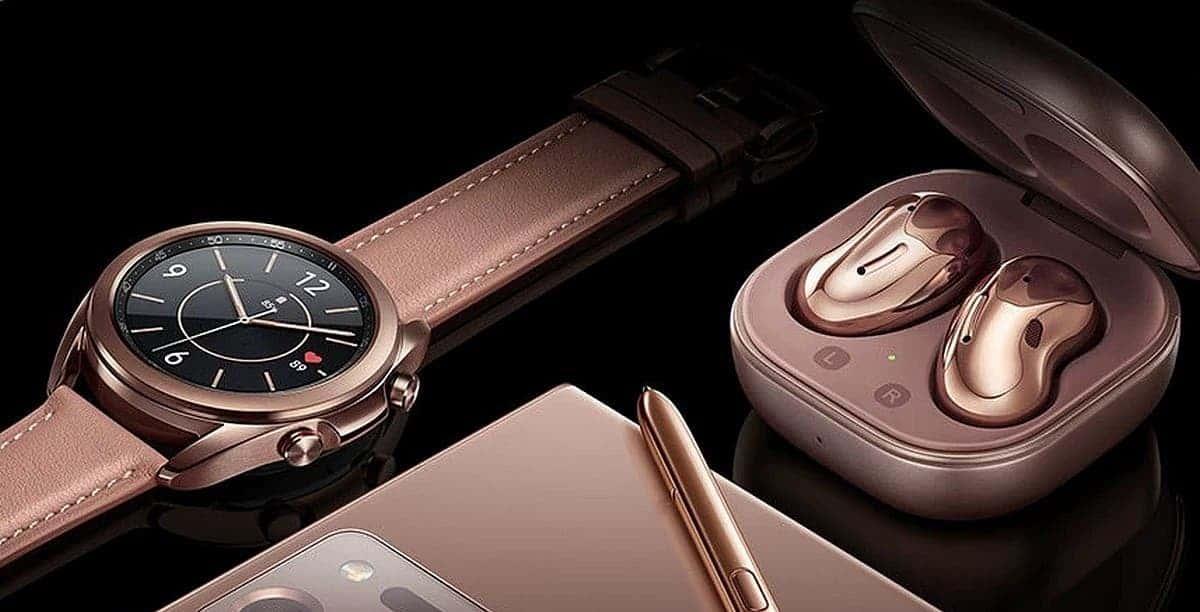 Умные часы Samsung Galaxy Watch 3 и наушники Buds Live продаются в три раза лучше предыдущих
