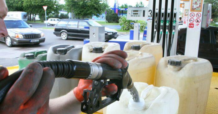 Как водители воруют топливо у компании