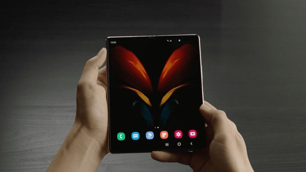 В России стартовали продажи раскладного смартфона Samsung Galaxy Z Fold2