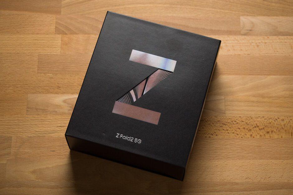 Опубликованы снимки распаковки нового Samsung Galaxy Z Fold 2