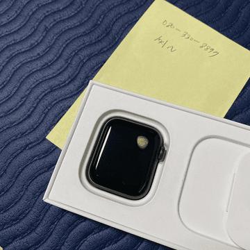 Проблемы с перегревом Apple Watch SE приводят к ожогам запястий и повреждению дисплея
