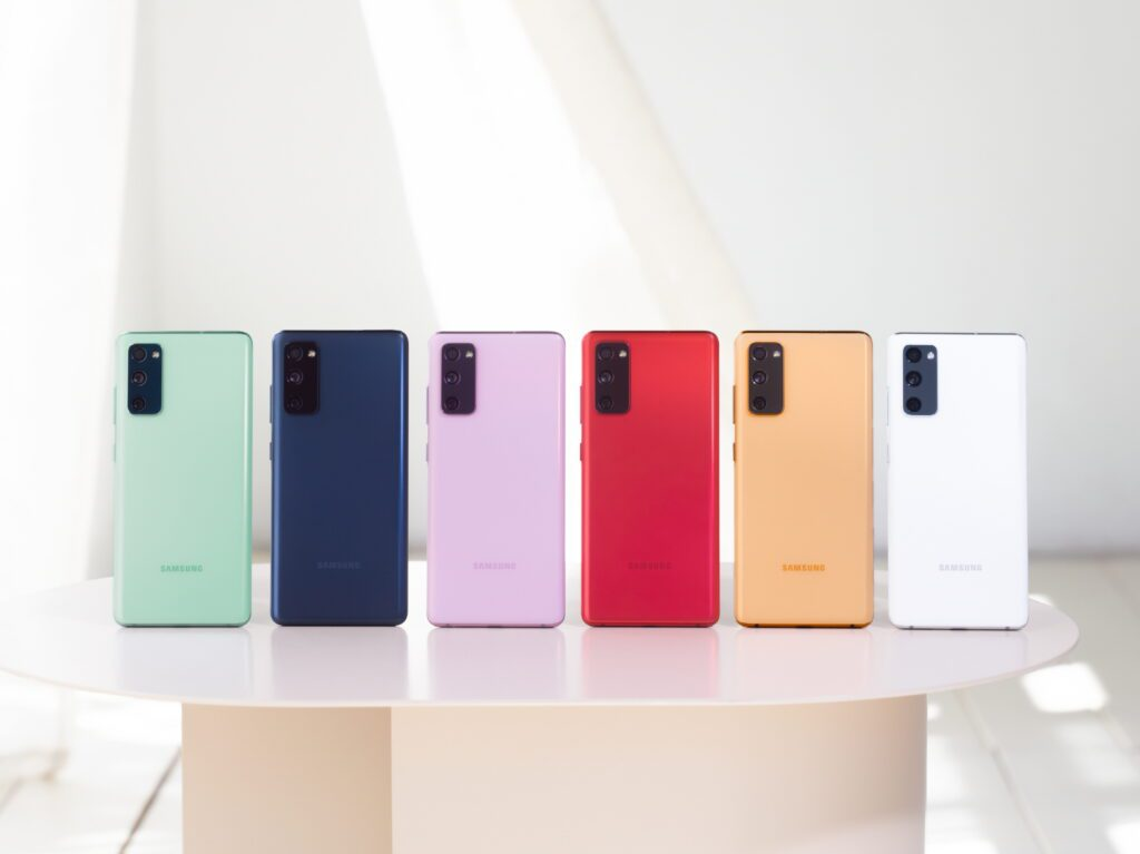 В РФ стартовали продажи нового смартфона Samsung Galaxy S20 FE