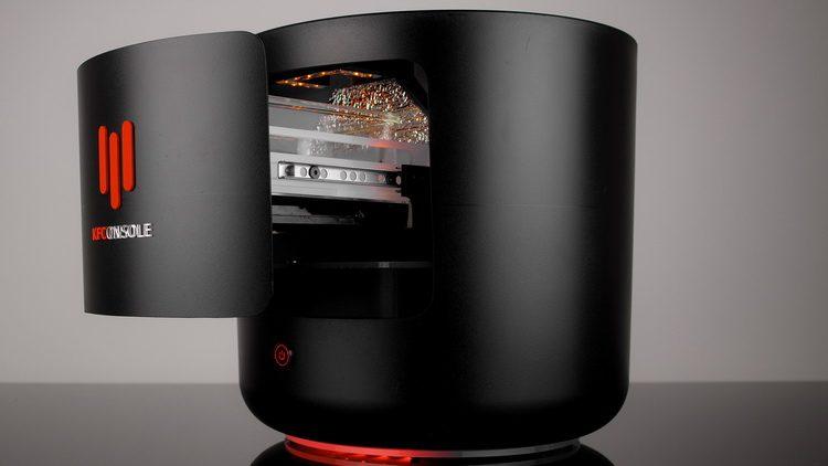 Компания KFC представила игровую консоль в форме баскета с жаровней для крылышек