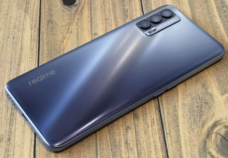 Смартфон Realme V15 5G в версии 6/128 ГБ оценен в 230 долларов
