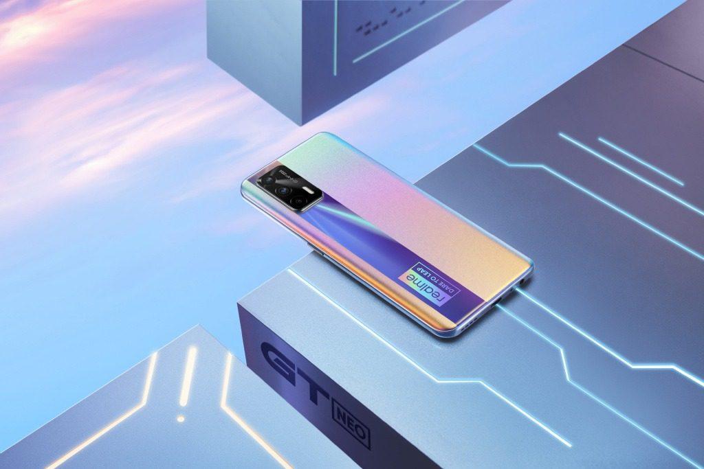 Предзаказ на новый смартфон Realme GT Neo уже оформили 2 млн граждан