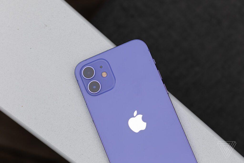 В России уже можно заказать новые версии смартфонов iPhone 12 и iPhone 12 mini