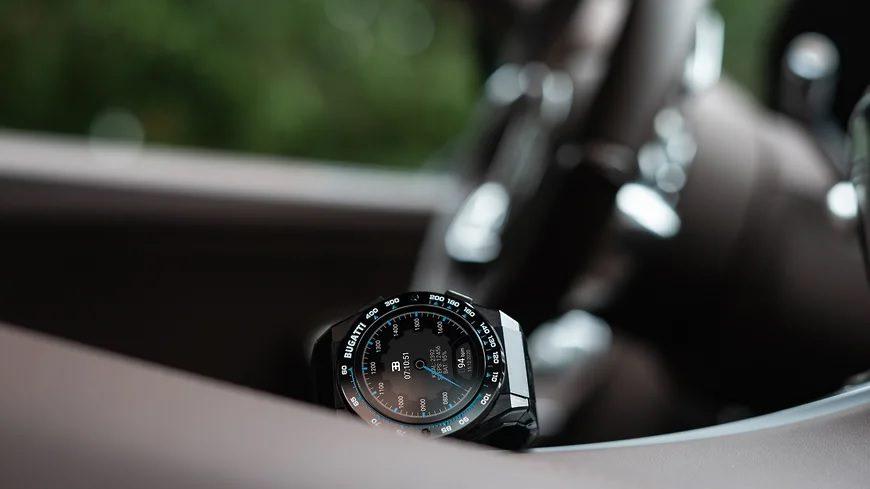 Bugatti представила «умные» часы для владельцев гиперкаров марки