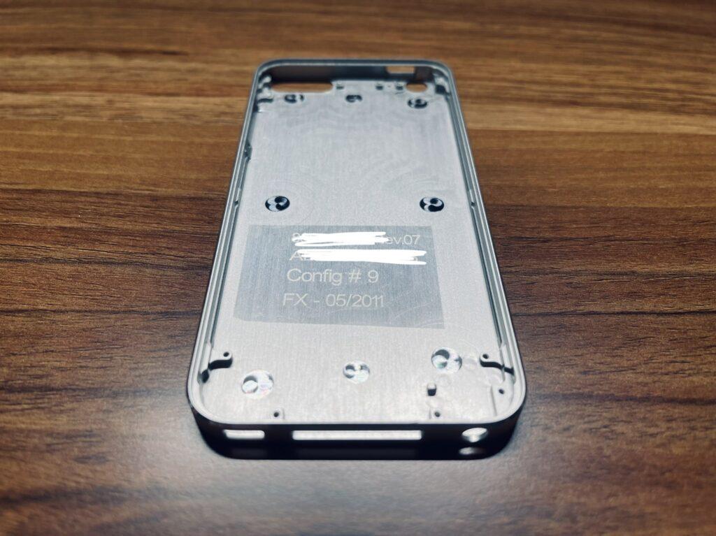 Редкий прототип iPod touch 5 с плоскими гранями показали на фото в Сети