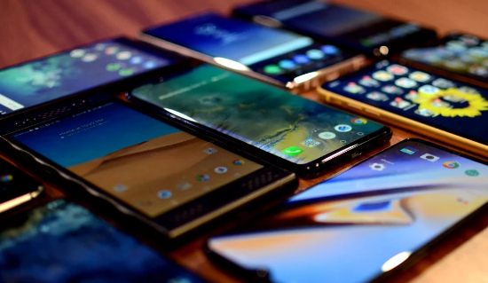 Поставки смартфонов в Китай в мае упали на 32%, достигнув 23 миллионов единиц