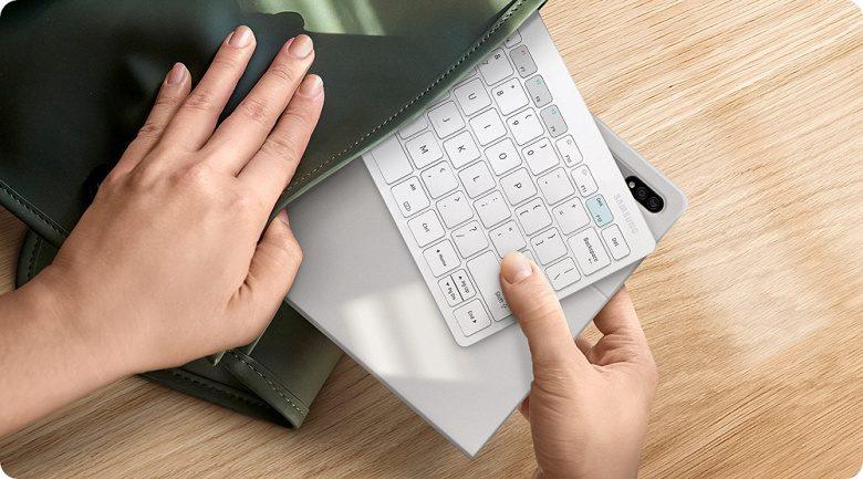 Samsung привезла в РФ новую мобильную беспроводную клавиатуру