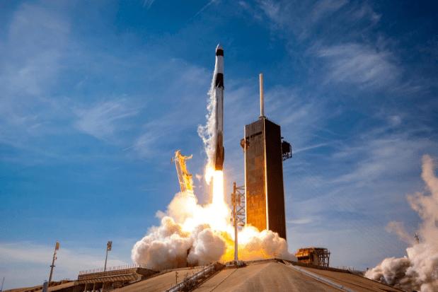 Илон Маск планирует запустить спутник для рекламы рекламных щитов в космосе