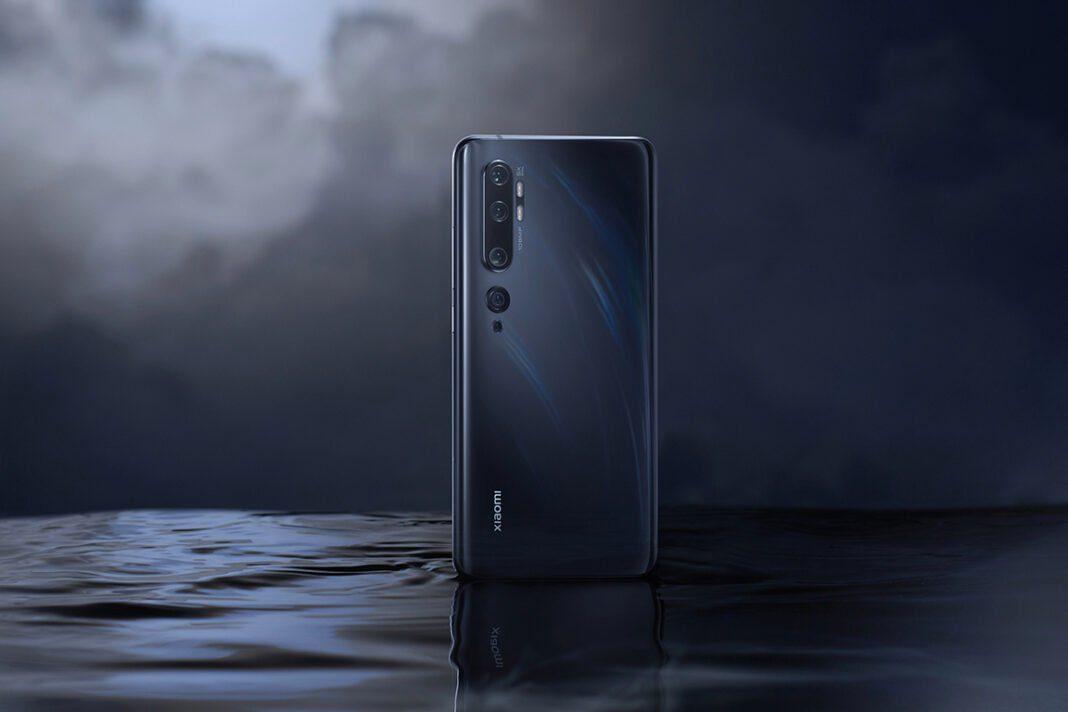 Xiaomi начала выпуск новых устройств во второй половине 2021 года. Китайский технологический гигант запланировал глобальное мероприятие по запуску на 15 сентября. Ожидается, что компания анонсирует серию Xiaomi 11T на этой конференции. Перед этим мы узнаем характеристики камер еще двух предстоящих линейок от компании, а именно серии Xiaomi 12 и предполагаемой серии Xiaomi CC11 . Xiaomi Mi 11 Ультра По словам Xiaomiui , в грядущую серию Xiaomi 12 могут входить как минимум три модели . Считается, что эти телефоны носят кодовое название Зевс , Купидон и Психея . Они имеют номера моделей L1 , L2 и L3A соответственно. Все три телефона будут оснащены тройной камерой на 200 МП. Два из них будут работать на преемнике Snapdragon 888 , который в настоящее время известен как SM8450 . Принимая во внимание, что оставшаяся модель будет поставляться с чипом на базе SM8250, который может быть разогнанным Snapdragon 865 . Характеристики камеры Xiaomi серии 12 Зевс Первичный датчик 200 МП 50 МП сверхширокоугольный 50MP 10X перископ Амур Первичный датчик 200 МП Сверхширокий Макрос Психея Первичный датчик 200 МП Сверхширокий Макро с OIS Что касается маркетинговых названий, Zeus может быть Xiaomi 12 Ultra, а Cupid может быть запущен как Xiaomi 12. На данный момент можно только гадать, как будет выглядеть бренд Psyche. Далее, говоря о так называемой серии Xiaomi CC11 , Xiaomiui сообщает, что два телефона в линейке имеют кодовые названия Pissaro и Pissaropro. На данный момент два устройства идентичны с точки зрения функций. Они будут работать на неизвестной SoC MediaTek и будут оснащены тройной камерой на 108 МП, а также физическим датчиком отпечатков пальцев. Xiaomi Mi CC9 Pro Представлен Mi Note 10 Pro Xiaomi Mi CC9 Pro Однако их характеристики могут измениться, поскольку телефоны все еще находятся в стадии разработки. Кроме того, есть также индийские варианты этих двух смартфонов. Характеристики камеры Xiaomi серии CC11 Писсаро Первичный датчик 108MP HM3 Сверхширокий Макрос Писсаропро 
