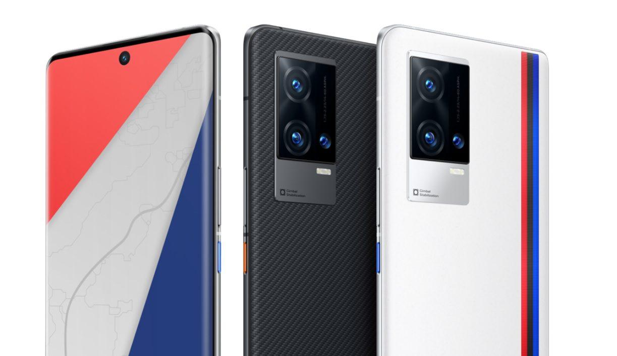 Флагманский смартфон iQOO 8 Pro поступил в продажу в Китае