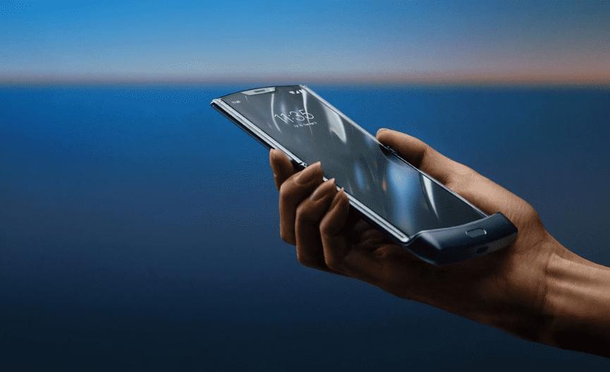 Moto Razr начинает получать обновление Android 11