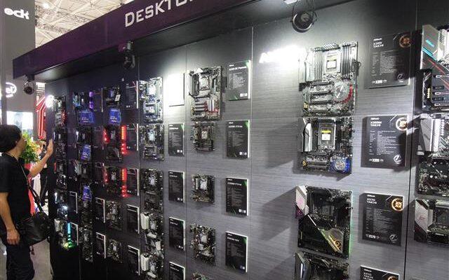 Производители мобильных устройств и видеокарт ожидают замедления продаж в конце 2021 года