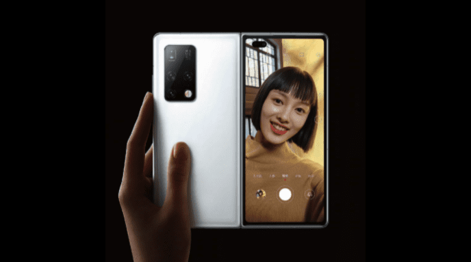 Складной смартфон Huawei в форме раскладушки находится на стадии разработки